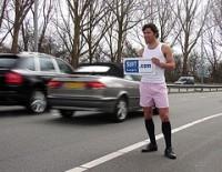 6d0a9777e2eab4 Zoals een actie waarin heren langs de snelweg prostitueren voor Suit Supply  in boxershort en T-shirt.